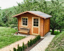 Drevena zahradna chatka domcek